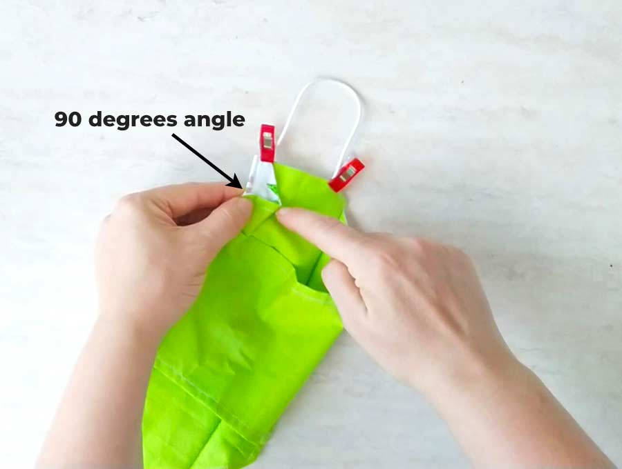 making the 90 degrees angle to allow the 3d mask to pop out