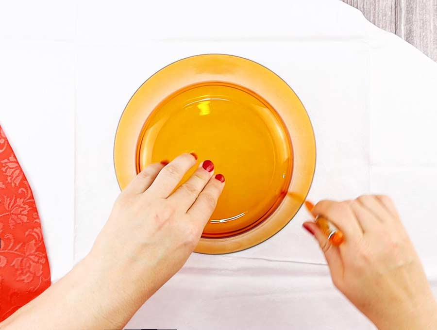 making the bowl cover pattern - tracing