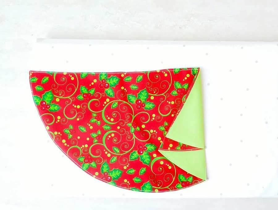 how to fold the christmas tree napkin