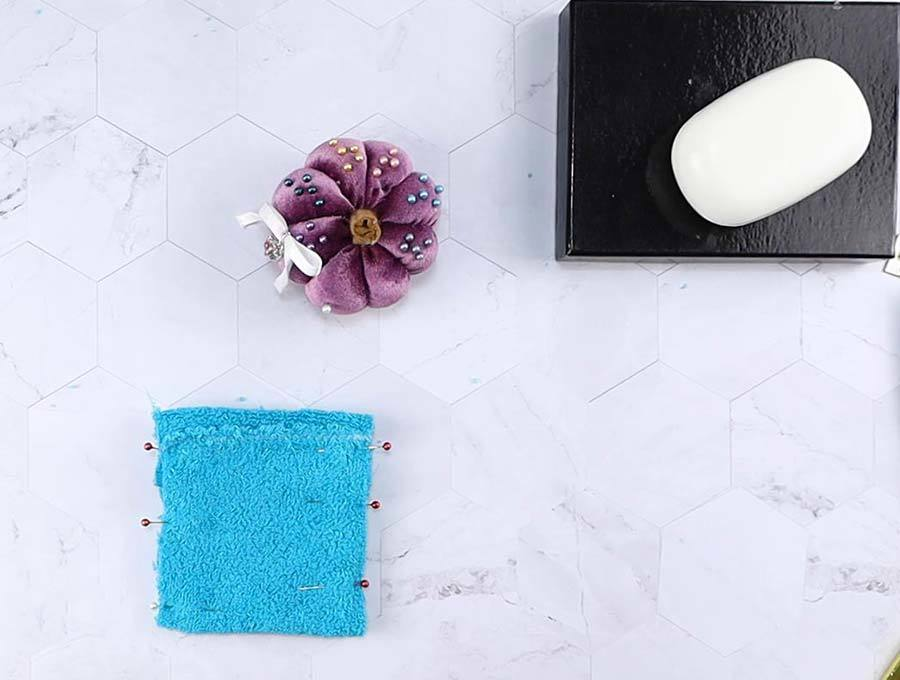 pinned sides of soap saver pouch