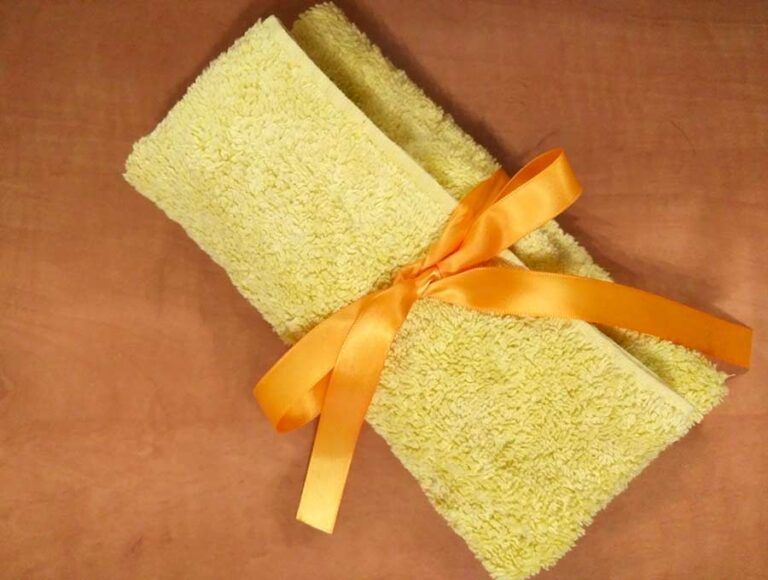 DIY Travel Kit Out of a Washcloth – Roll Up Travel kit in 5 minutes