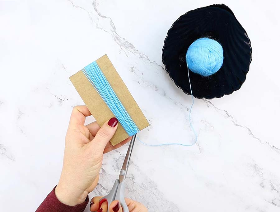 diy yarn tassel cutting