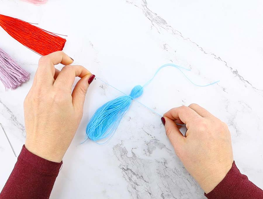 diy yarn tassel making head