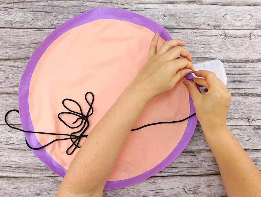 round cosmetic bag - insert the cord