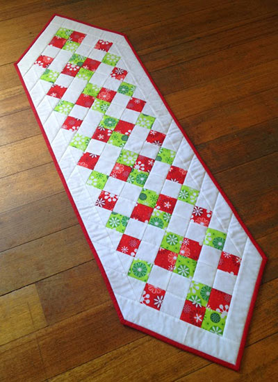 easy christmas table runner pattern and tutorial