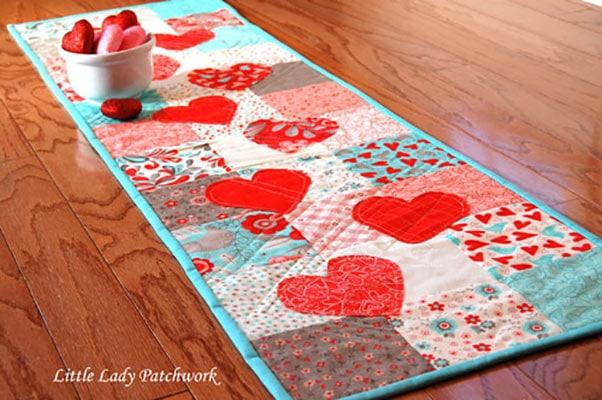 valentine's day table runner pattern