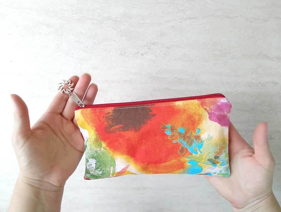 Step by step guide how to sew a zipper pouch