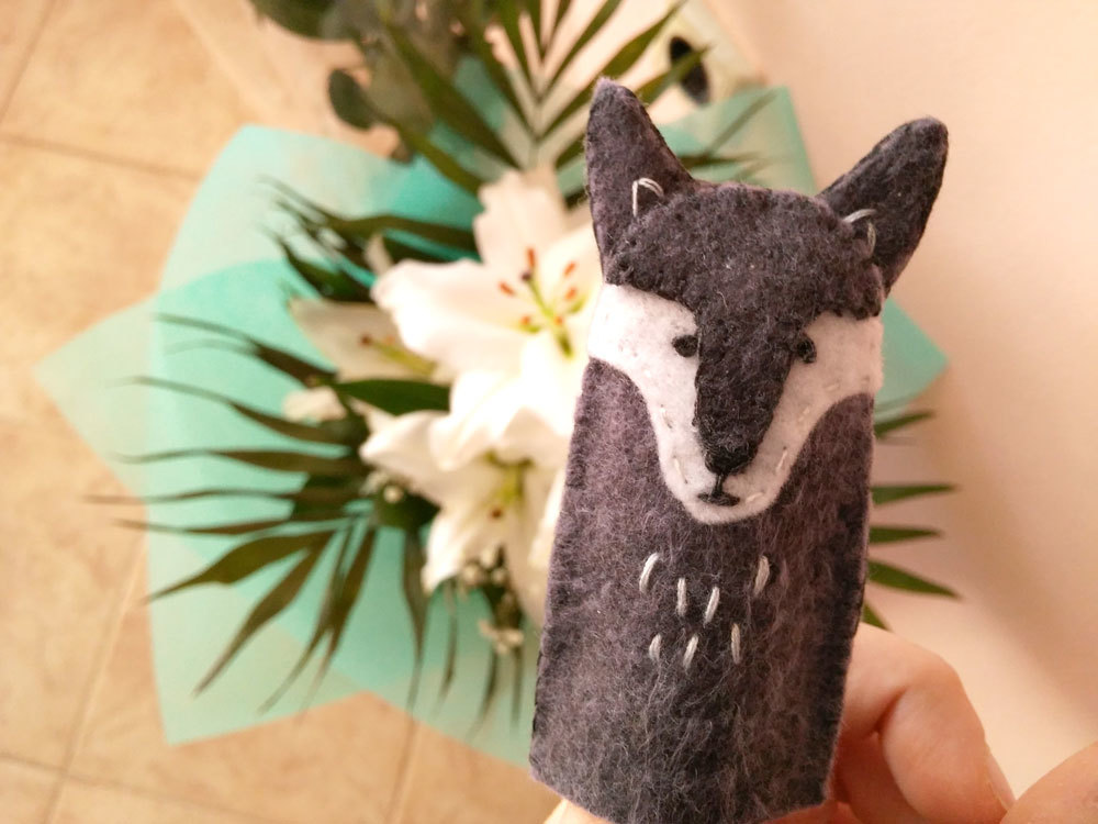 How To Make Felt Finger Puppets {+FREE WOLF Pattern