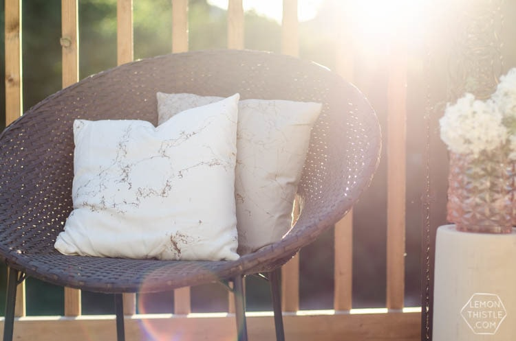 marbelized pillows with spray paint