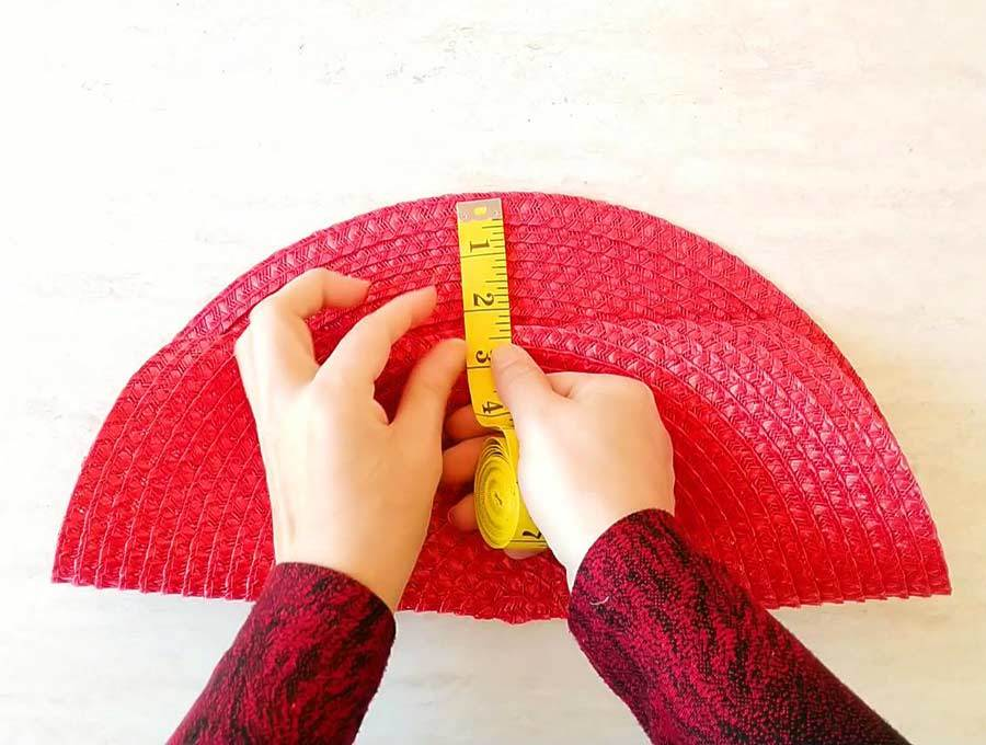 measuring the placemat purse flap