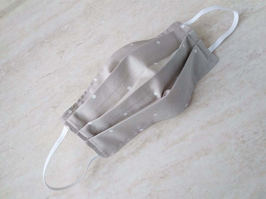 surgical facemask with pleats open