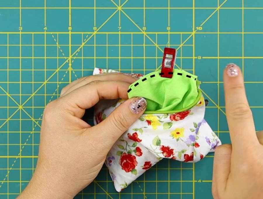 stitching the gap of the triangle zipper pouch closed